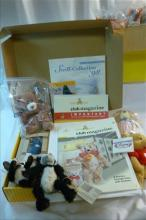 Lot bears and Steiff club box with catalogues