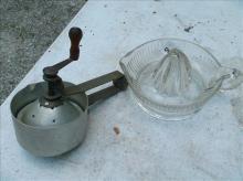 EARLY KNAPP'S ORANGE JUICER & CLEAR GLASS CITRUS JUICER
