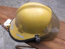 WORN YELLOW SAFTEY HELMET   FOR DECOR ONLY!