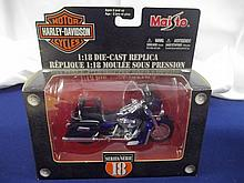 Harley Davidson 1:18 Scale Die Cast 2004 FLH