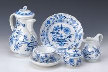Coffee service, Meissen, mid-20th c., onion pattern,