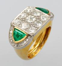 18 kt gold ring with emeralds and brilliants