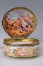 Oval lidded box, Meissen, in 1740,