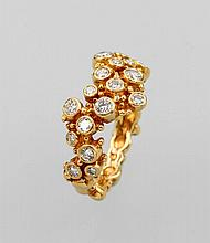 Extraordinary 18 kt gold ring with brilliants