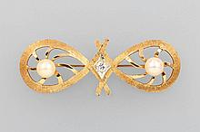 14 kt gold brooch with cultured pearls and brilliant