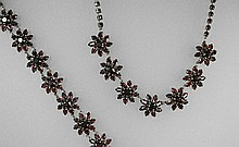 Set of jewelry with garnets, YG 333/000, necklace