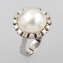 14 kt gold ring with mabe pearl and brilliants