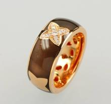 18 kt gold ring with enamel and brilliants