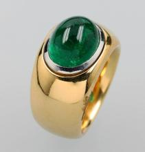 18 kt gold ring with emerald