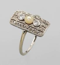 Platinum art deco ring with diamonds and pearl, Germany approx. 1910