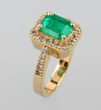 14 kt gold ring with emerald and brilliants