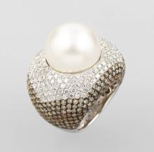 18 kt gold ring with pearl and brilliants,
