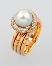 18 kt gold ring with cultured pearl and brilliants,