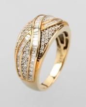 14 kt gold ring with brilliants and diamonds