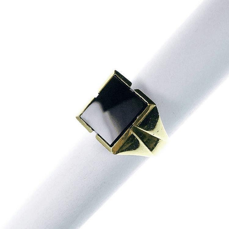 Herrenring mit Onyxplatte, GG 750/000,