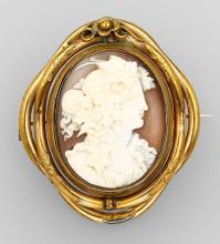 Reversal brooch with shell cameo