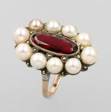 8 kt Gold Ring with garnet and pearl, ca. 1870