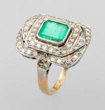 Platinum and 18 kt Gold Art-Deco ring with emerald and diamonds