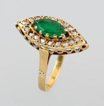 18 kt gold marquise ring with emerald and diamonds