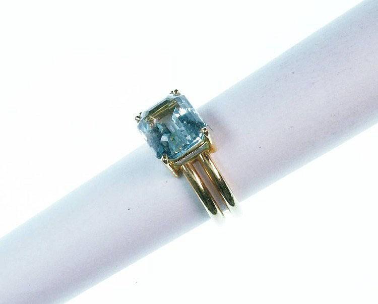 Ring mit Aquamarin und Diamant, GG 750/000,
