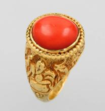 Gold ring with coral, Indonesia, 2th. half of the 19. century