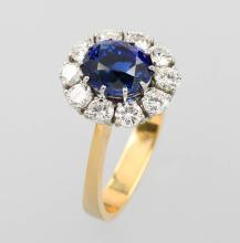 Ring with sapphire and brilliants