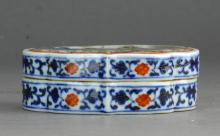 A Famille Rose Box in Figure Pattern Market Period Qing Dynasty