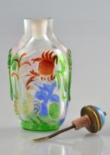 AN OVERLAY GLASS SNUFF BOTTLE