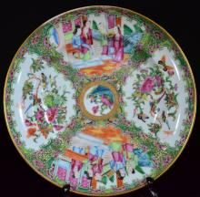 A GILD GUANG-CAI DISH OF FLOWERS AND BIRD, QING DYNASTY