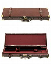 A BRASS-CORNERED SINGLE LEATHER GUNCASE,
