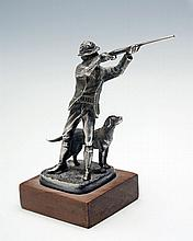 A STIRLING SILVER SHOOTING FIGURINE WITH RETRIEVER