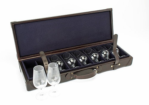 † REY PAVON A NEW AND UNUSED LEATHER CASED EIGHT WINE GLASS SET