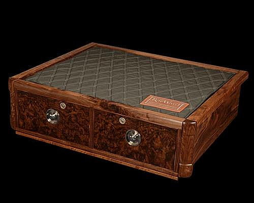 BALINDORE A NEW AND UNUSED FINE QUALITY HAND-MADE WALNUT TRADITIONAL GUNBOX,
