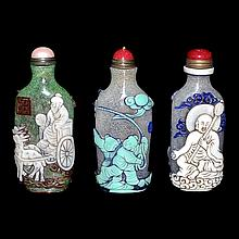 料彩童戲、羅漢、仙人鹿車鼻煙壺一套三件 Assorted Three Overlay Glass Snuff Bottles with Carved Luohan, Children at Play and Deer-Drawn