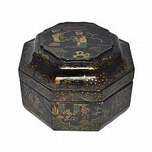 漆繪金彩人物八棱蓋盒 An Octagonal Lacquer Box Polychrome Gilt Painted on a Dark Ground with Figural Story Scenes with Cover and Inside Painted Red