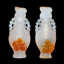 玛瑙连皮蝴蝶兽钮鼻烟壶一对 A Pair of Agate Snuff Bottles Carved with Butterflies and Beast Knob Cover