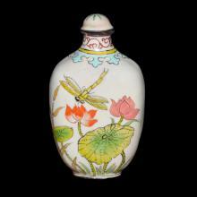 清 光绪 铜胎画珐琅花卉草虫鼻烟壶 Qing, Famille-Rose Enamelled Snuff Bottle with Insects and Floral Scene
