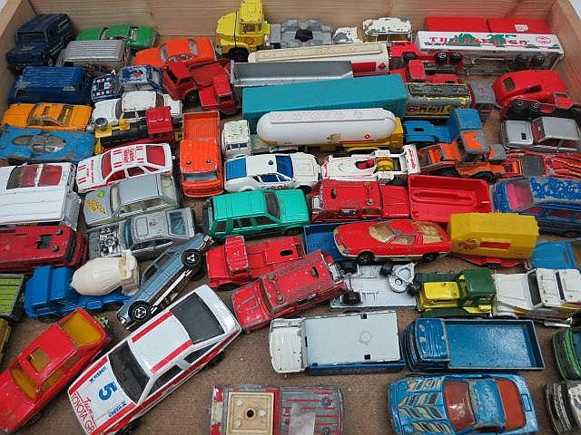A quantity of model vehicles, mixed commercial and