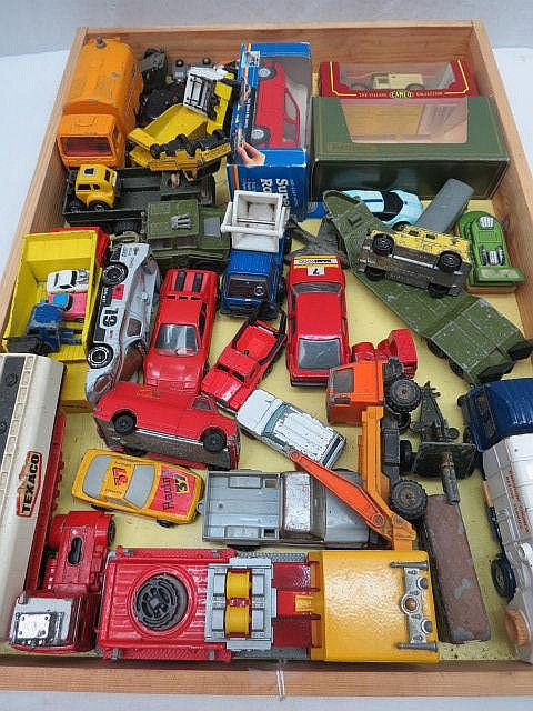 A mixed collection of model vehicles by Majorette,