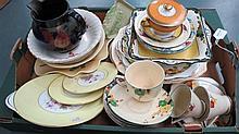 A quantity of vintage crockery including