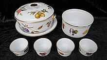 A Royal Worcester Evesham large tureen with cover