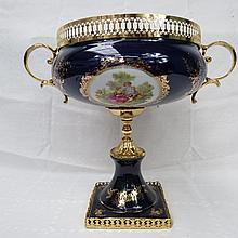 A contemporary gilt metal table centre, with a
