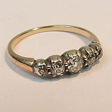 A five stone diamond ring, with an arrangement of