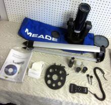 MEADE ETX-70 70MM REFRACTOR TELESCOPE DIGITAL W/AUTOSTAR REMOTE & TRIPOD