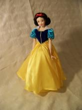 FRANKLIN MINT HEIRLOOM SNOW WHITE DISNEY PORCELAIN DOLL WITH CERTIFICATE 13