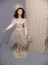FRANKLIN MINT HEIRLOOM PEGGY FLEMING SKATING PORCELAIN COLLECTOR DOLL WITH BOX 20