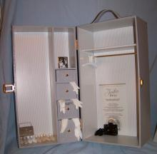 FRANKLIN MINT JACKIE KENNEDY DOLL WARDROBE CASE DRESSES AND MORE W/ COA + INSERT
