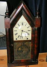 An antique American style mantel clock