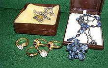 Various costume jewellery, including brooches,