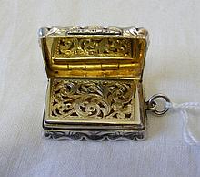 A Victorian silver vinaigrette with gilt interior